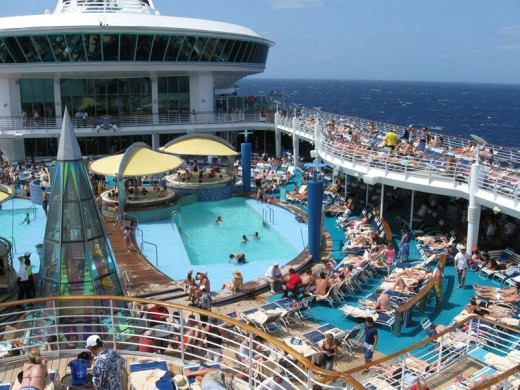 voyager-of-the-seas-pool